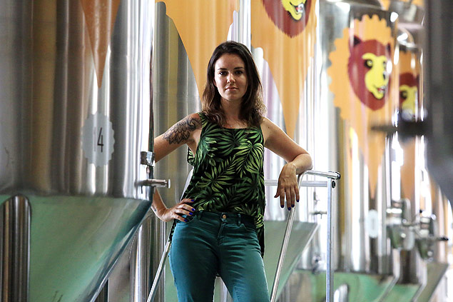 A sommelière de cervejas Bia Amorim (Silva Junior/Folhapress)